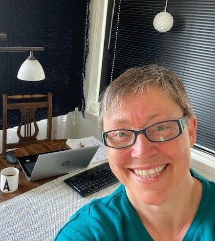 Anne Grete Fandin og hjemmekontoret