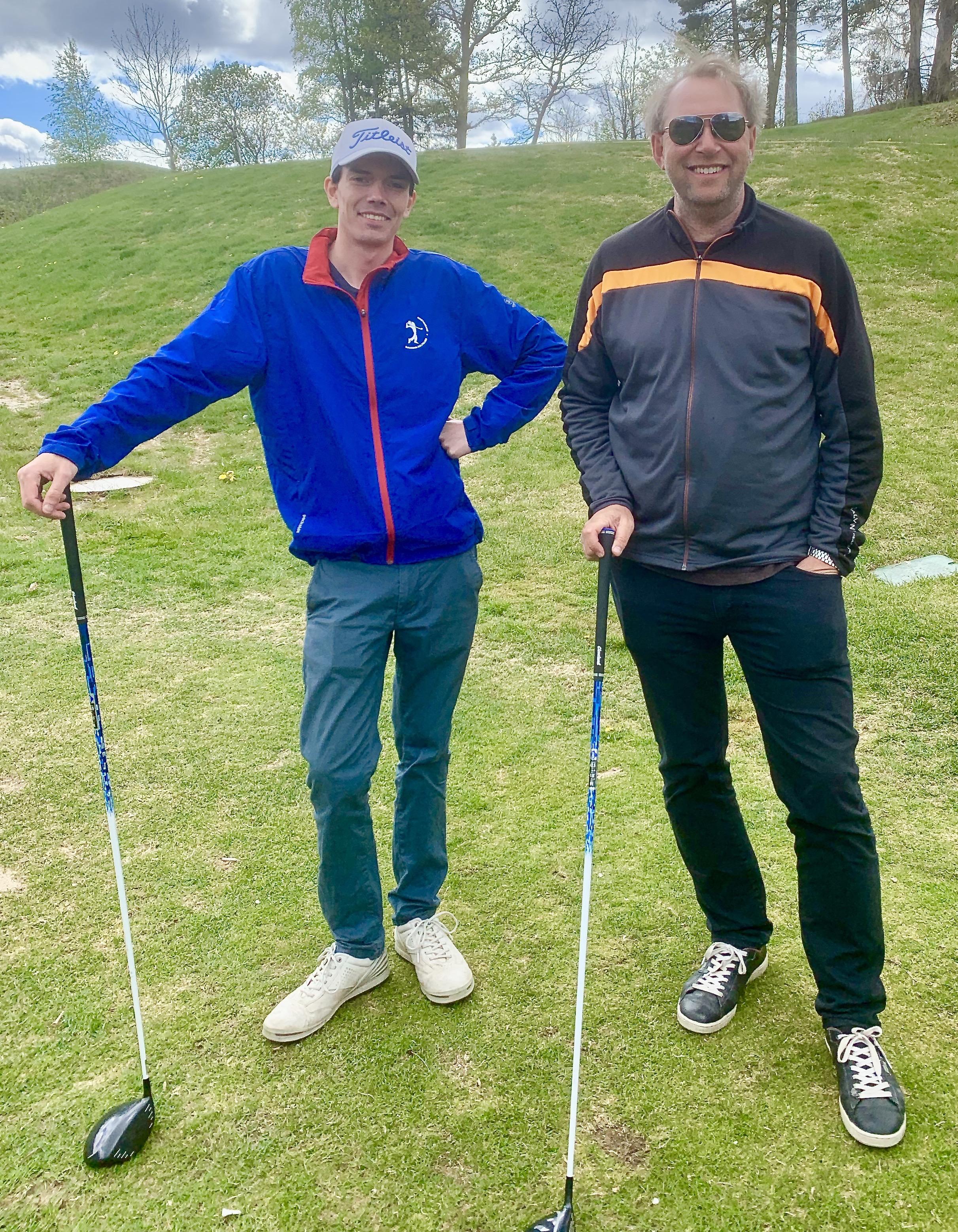 Glenn Ugland og jobbspesialist Robert Natvig på golfbanen