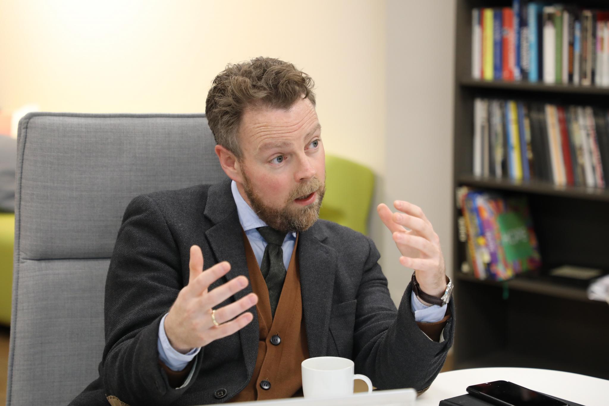 Bilde av arbeids- og sosialminister Torbjørn Røe Isaksen