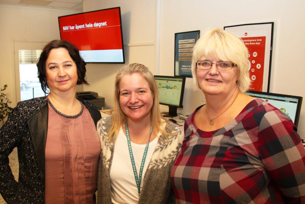 På NAV-kontoret i Nannestad har Larisa Solvang (f.v), Therese Wilhelmsen og Heidi Søbakk opplevd at stadig færre møter opp uanmeldt i publikumsmottaket.
