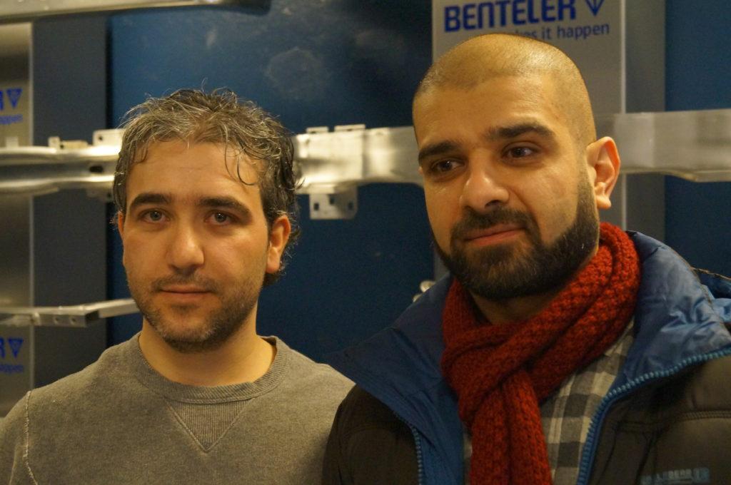 NYE OPPLENDINGER: Bian Atmat og Faraj Alkhoder fra Syria har fått fast jobb i Raufoss gjennom Introduksjonsprogrammet. De kom til Norge i 2015.