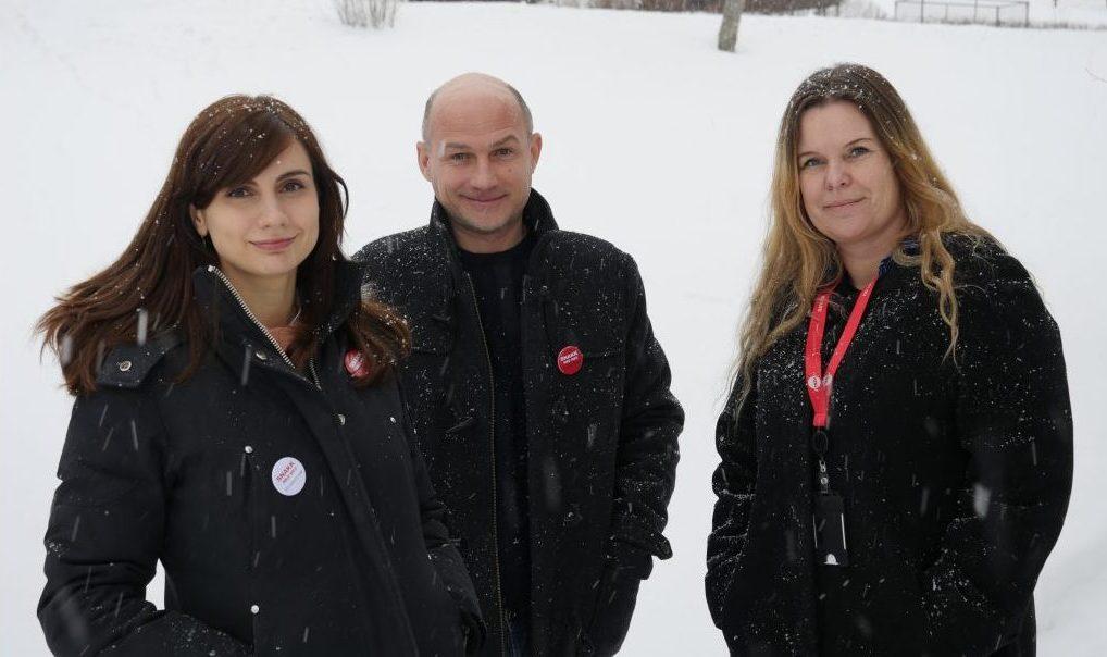 Bilde av NAV veileder Anna Lilleødegård, Viktors Jelinskis og NAV-leder Anita Rønningen