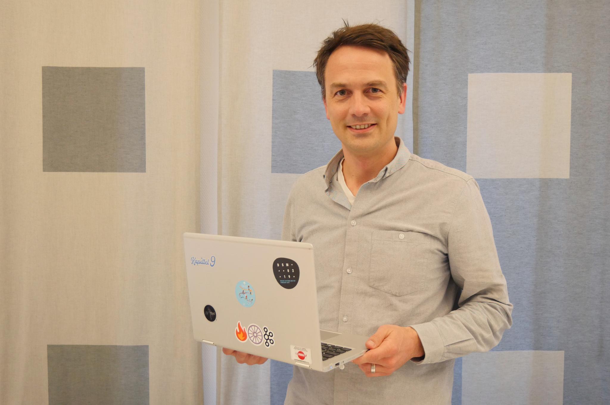VIKTIG MED MANGFOLD: Jonas Slørdahl Skjærpe leder NAV IT, som har omkring 700 ansatte. – Jeg er stolt av at vi har et mangfold i IT-avdelingen med hensyn til kjønn, alder og kulturell bakgrunn. Det er helt avgjørende for å lykkes med å lage gode tjenester til hele befolkningen.