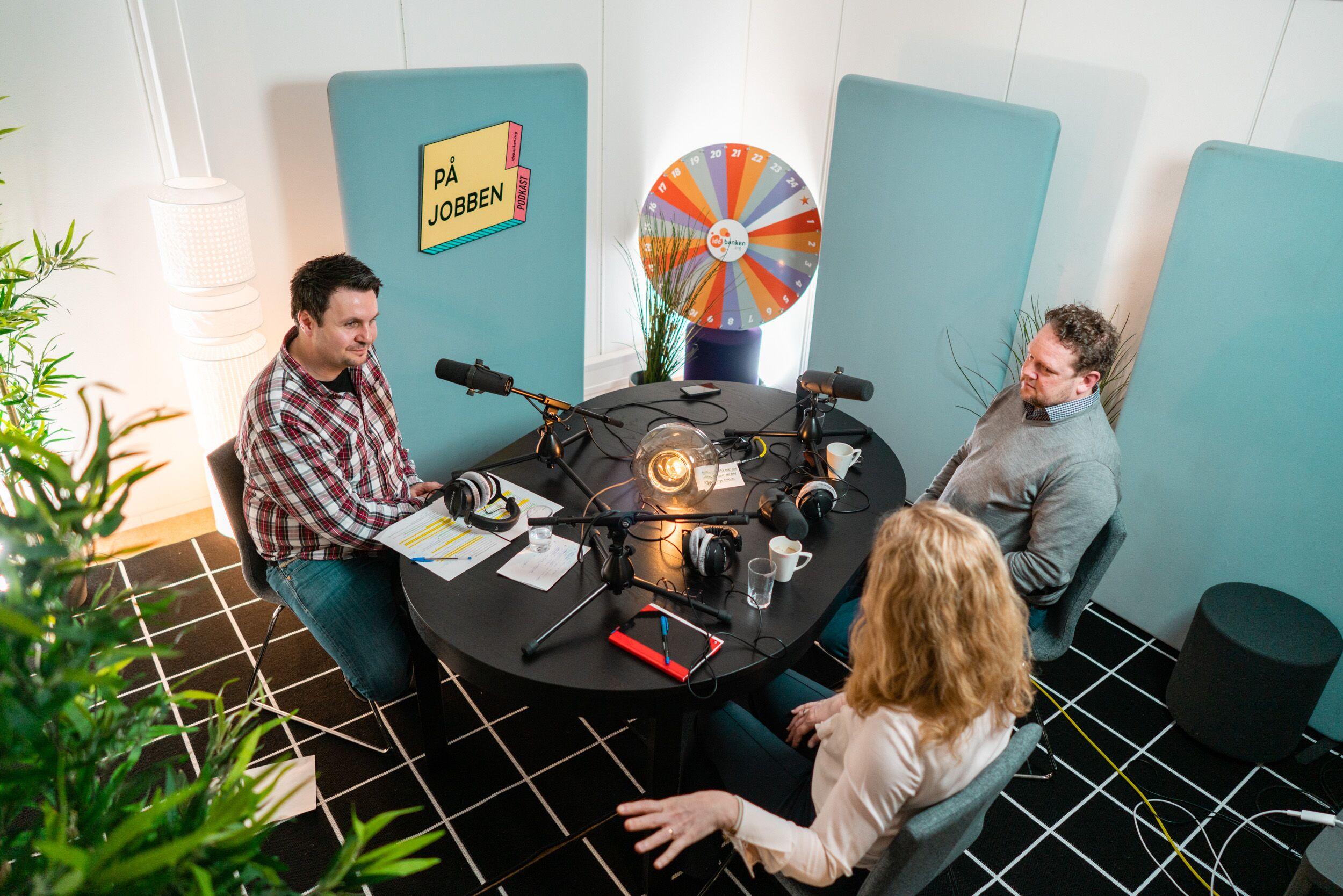 """""""På Jobben"""" i studio. Her med direktør ved Statens Arbeidsmiljøinstitutt, Pål Molander, og arbeids- og sosialminister Anniken Hauglie som gjester."""