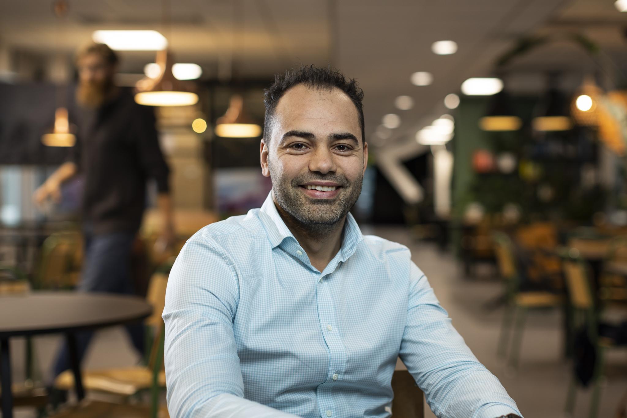 """VIL INKLUDERE: Aiman Shaqura er initiativtakeren til """"Give a job"""". (Foto: Privat)"""