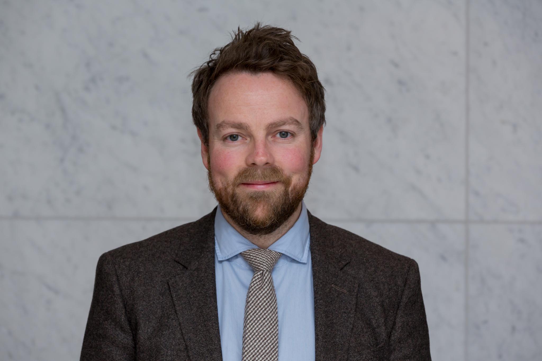 IMPONERT OVER NAV: Arbeids- og sosialminister Torbjørn Røe Isaksen er imponert over hva NAV har fått til under koronapandemien. (Foto: Høyre)