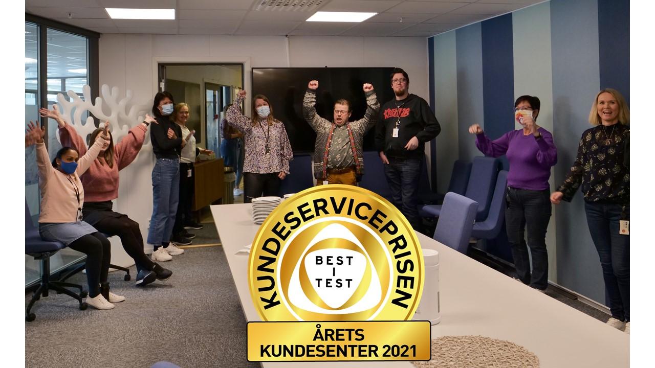 EN GLAD OG STOLT GJENG: NAV Kontaktsenter, her representert ved noen av veilederne som jobber fra Bodø, mottok 5,4 millioner henvendelser i fjor. Torsdag 29. april fikk de Kundeserviceprisen «Årets prestasjon» innenfor prestasjonsområdet «Kundebehandleren».