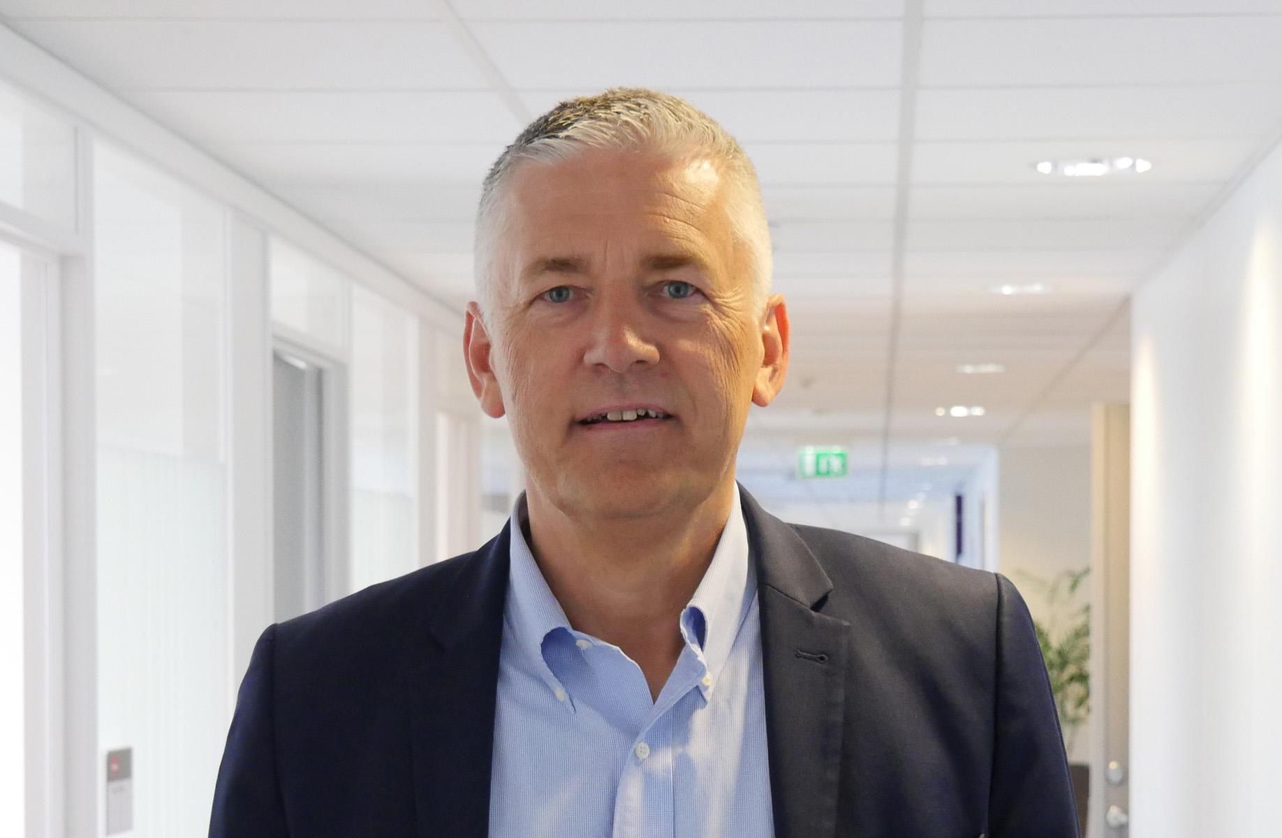 IKKE MER PENDLING: Kjell Hugvik fylte 60 år tidligere i år, og har begynt i en ny og spennende jobb som kommunedirektør i Nordland. – Etter å ha pendlet først til Stavanger og så til Oslo i mange år, skal det bli bra å få bo hjemme på heltid.